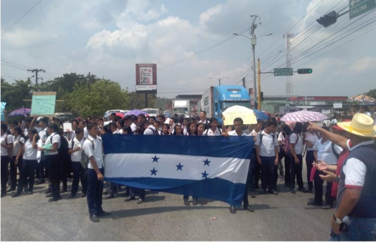 Estudiantes, padres y madres se unen a protestas en Cofradía y el sector López Arellano