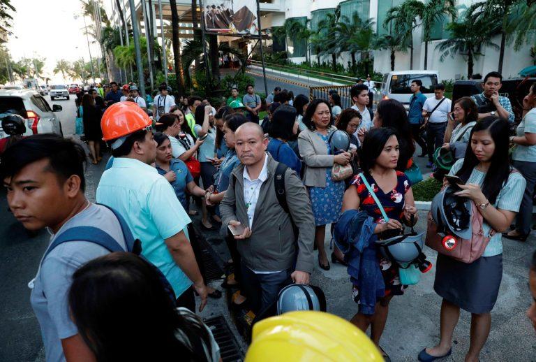 Al menos cinco muertos y dos edificios colapsados deja sismo de 6,1 en Filipinas