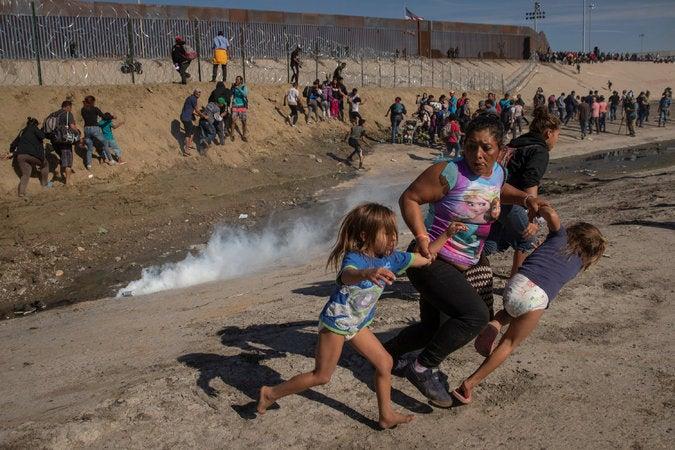 EEUU: cinco meses después, hondureña de foto viral continúa esperando asilo para ella y sus hijas