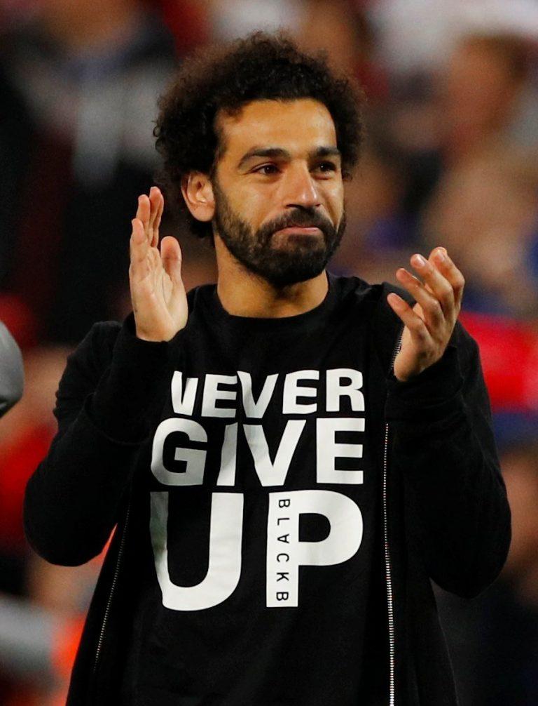 «Nunca te rindas», la enigmática playera de Mohamed Salah en el Liverpool vs Barcelona