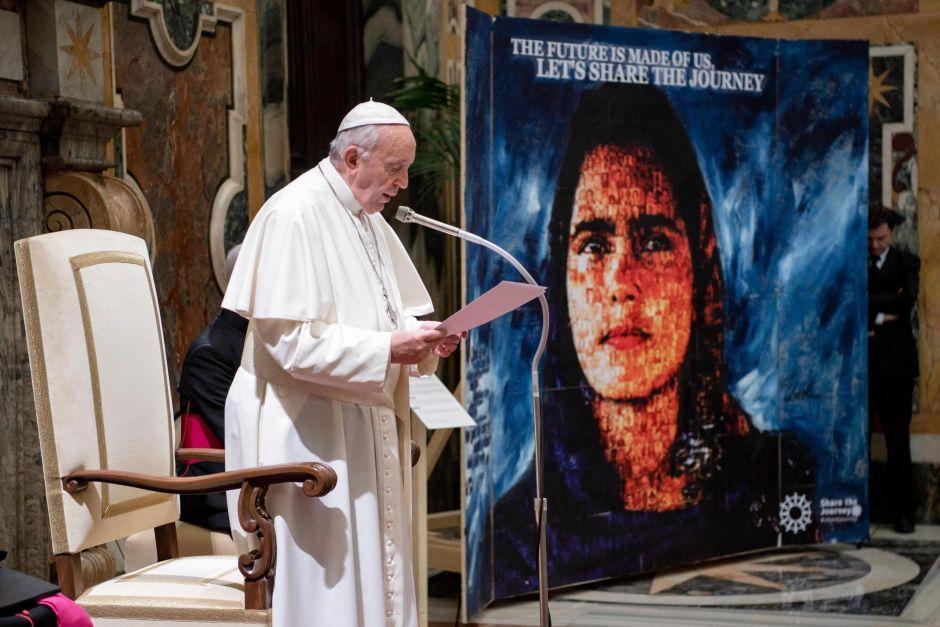 Papa aboga por migrantes