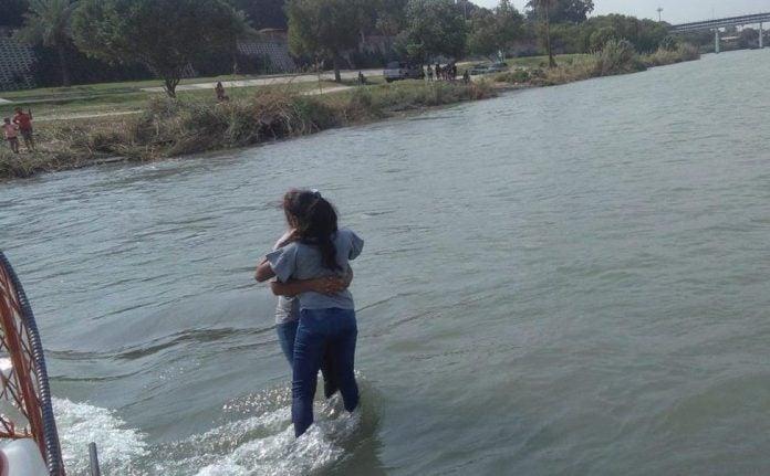 Rescatan a madre e hija hondureñas