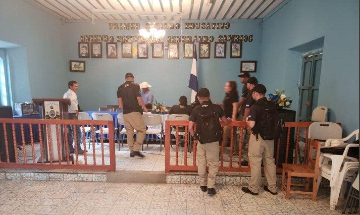 Miembros de la ATIC intervienen la alcaldía de San Manuel Colohete, Lempira