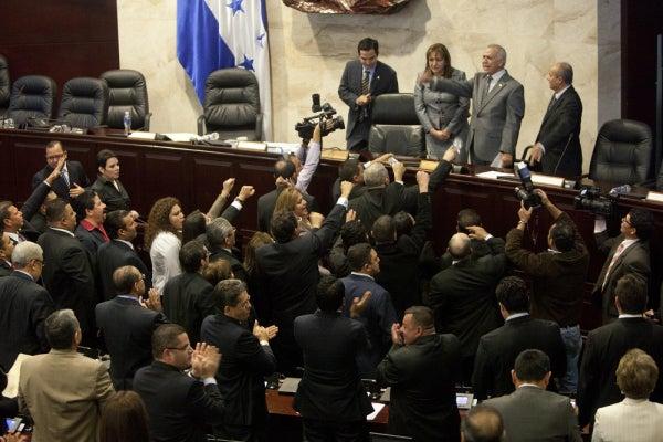 Bancada de LIBRE: Seguirán protestas dentro del Congreso si no hay acuerdos