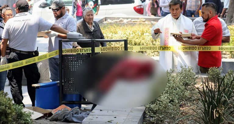 De rodillas y frente a una iglesia, hombre muere de un infarto en México