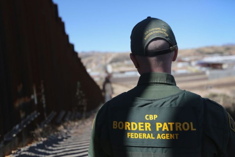 Abren investigación por misteriosa muerte del quinto menor migrante en custodia de Patrulla Fronteriza