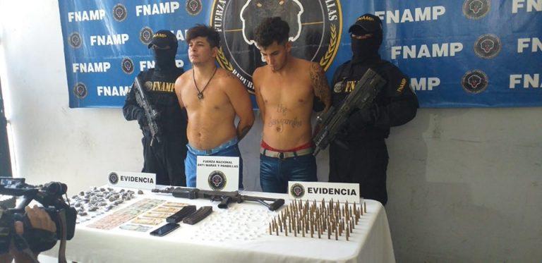 Caen otros dos sujetos con un fusil que pertenece a la Policía Nacional