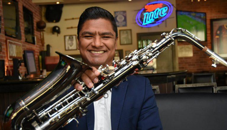 LA ENTREVISTA: músico hondureño Luis Bustillo, el eterno amante del saxofón