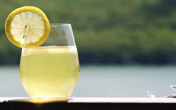 Agua y limón: antioxidante al alcance de su mano con grandes beneficios para la salud