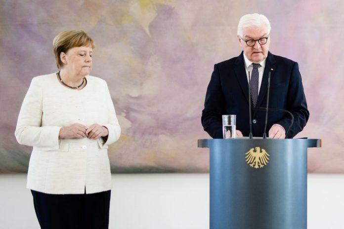 Angela Merkel tiembla