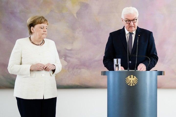 Alemania: Merkel tiembla por segunda vez pero insisten que «se encuentra bien»