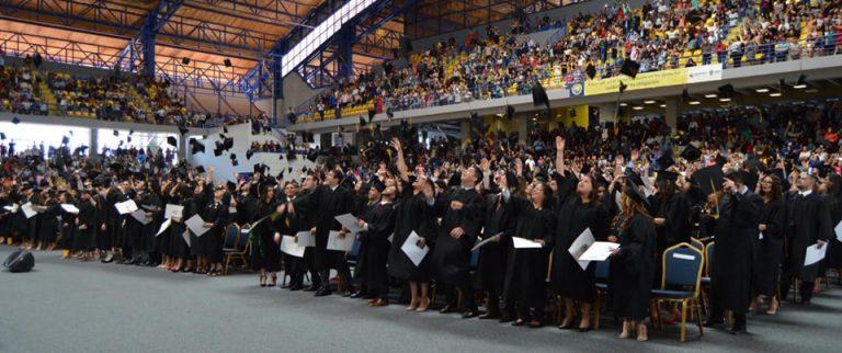 La UNAH gradúa más de un millar de nuevos profesionales