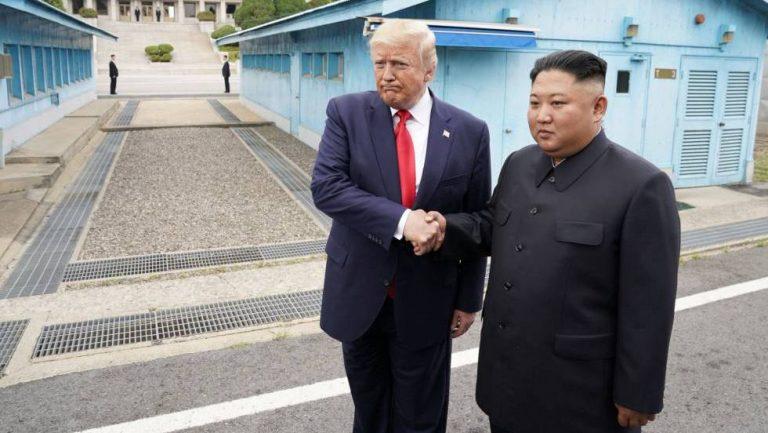 Histórico: Trump se reúne con Kim en suelo norcoreano