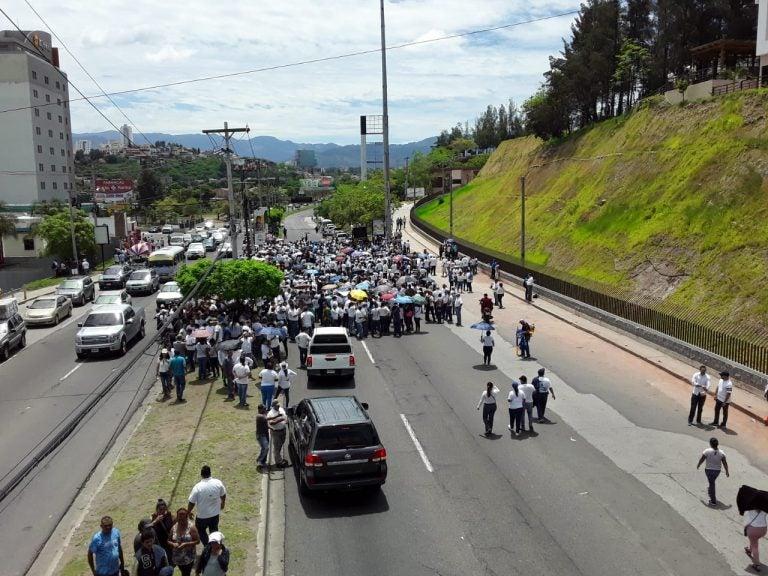 """Manifestación de """"Camisetas Blancas"""" también se llenó de violencia, según denuncias"""