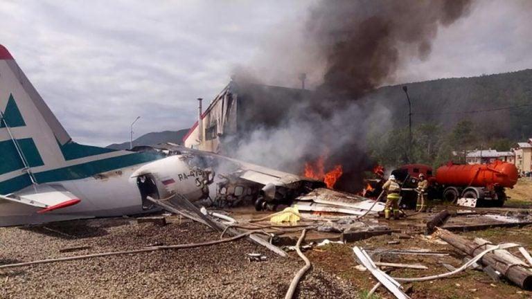 Al menos dos muertos y 22 heridos en un aterrizaje de emergencia en Rusia
