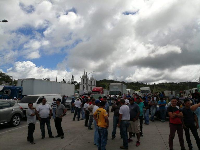 Transporte de carga pesada sigue en paro: no aceptaron propuestas