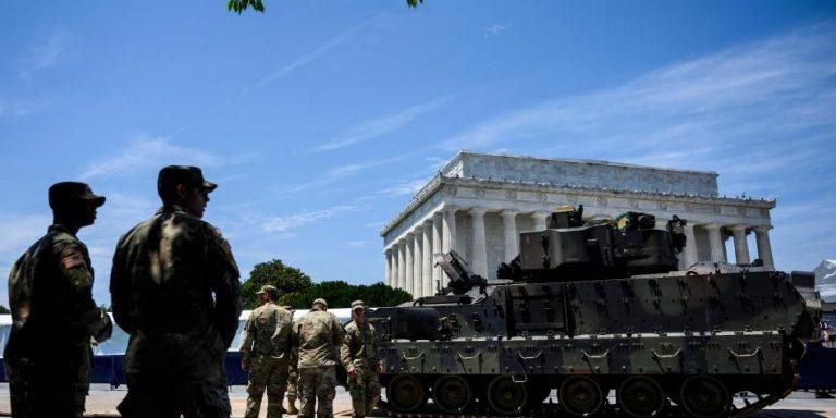 Desfile militar inédito en el 4 de Julio: con tanques de guerra y aviones de combate