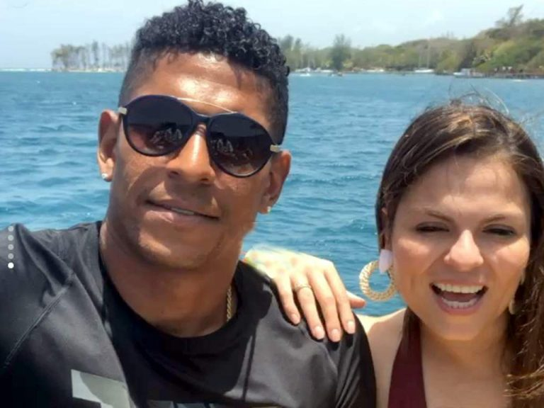 Carlo Costly y su esposa disfrutan de su luna de miel en Roatán