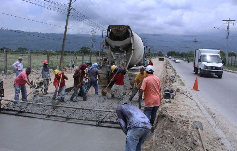 A paso firme y con calidad avanza pavimentación de Trocha Sur de la 27 calle en SPS