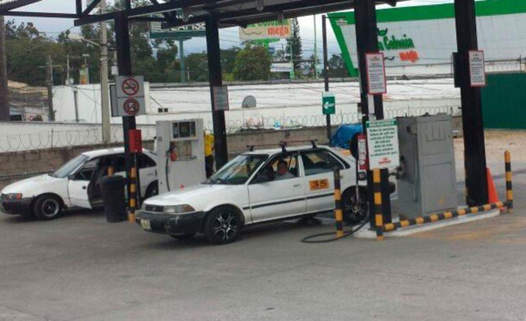 Unos tres mil taxistas afectados por paro de empresa de gas en Tegucigalpa