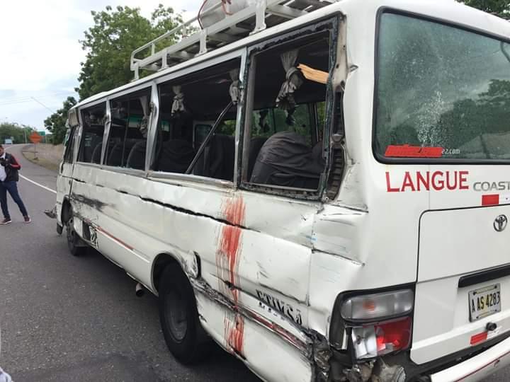 Valle: ocho personas heridas deja accidente vehícular entre bus y camión