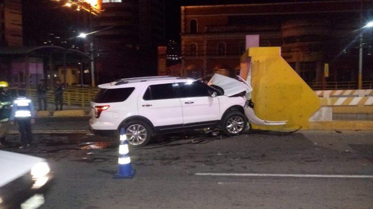 VÍDEO: captan brutal choque de camioneta contra túnel de bulevar Suyapa
