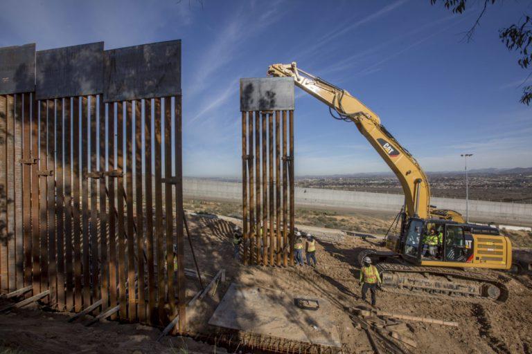 Corte Suprema de EEUU da luz verde a $2,500 millones para construcción del muro