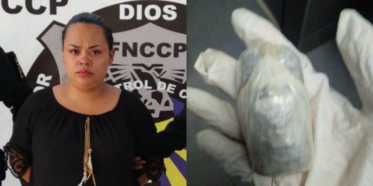 """Mujer quiso ingresar droga a cárcel """"El Pozo"""" y la capturan"""