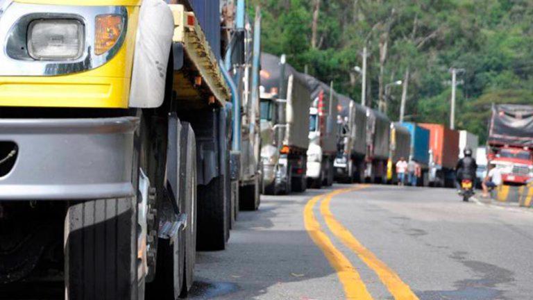 Transportistas de carga amenazan con paro por incumplimiento del gobierno
