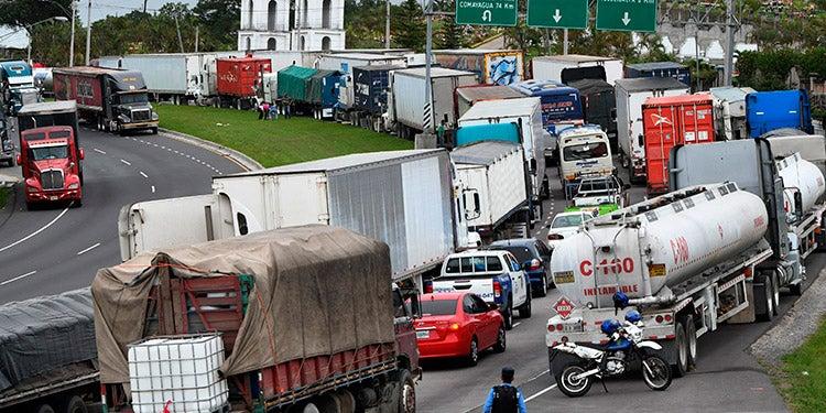 Transportistas de carga quieren desbloquear el impase de tarifas con el Cohep; amenazan con paro