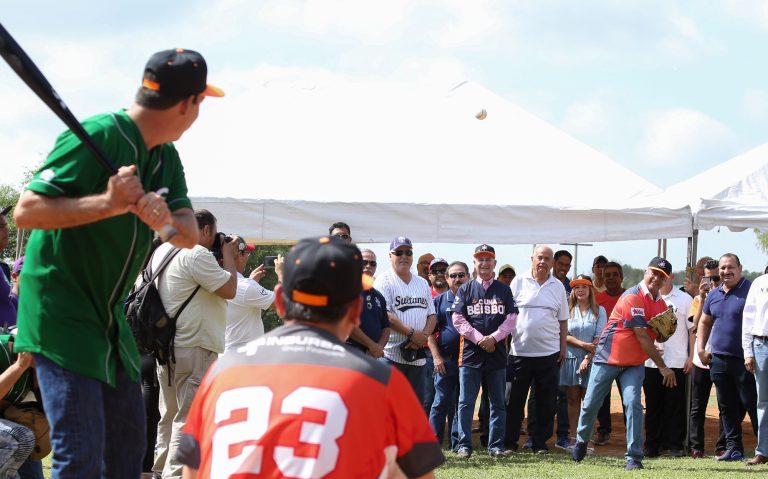 En México quieren empoderar a migrantes y repatriarlos a través del béisbol