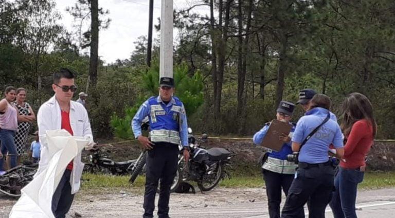 Otro accidente en Santa Cruz: motociclista muere al ser embestido por un carro