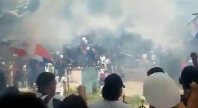 Ultra Fiel despide con cánticos y banderas de Olimpia a jóvenes asesinados en el Nacional