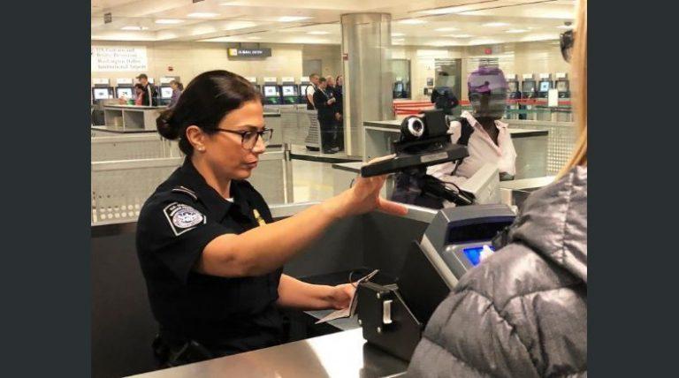 Oficina de Aduanas: Viajeros que lleven a EEUU productos agrícolas podrían perder la visa