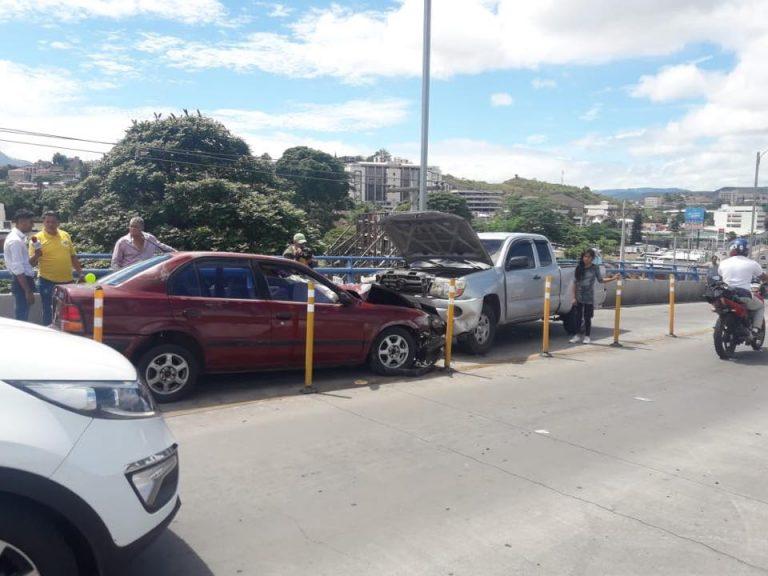 Hombre ocasiona accidente vial en Comayagüela por conducir en contravía