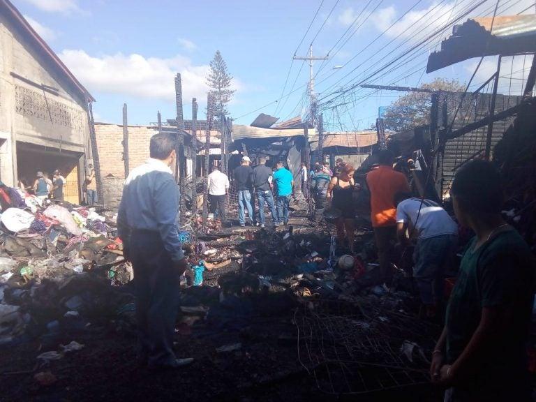 VÍDEO: Pavoroso incendio consume unos 15 locales en el mercado Zonal Belén de TGU