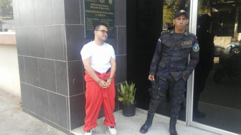 Realizan pruebas físicas a acusado de atentar contra Embajada de EEUU