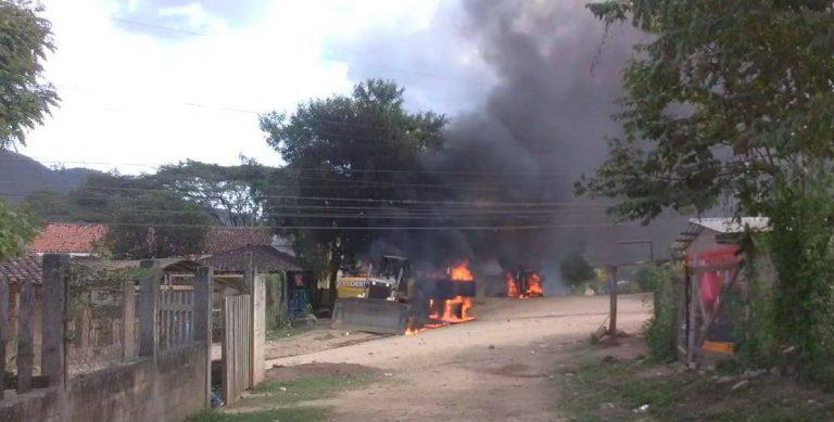 Yorito, Yoro: Tolupanes incendian e impiden paso de maquinaria de minera