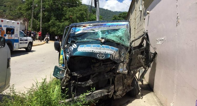 SPS: Ayudante de bus «rapidito» resulta herido tras accidente en la Primavera