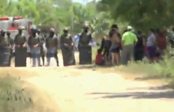 Policías y militares ejecutan desalojo en la colonia Nueva Esperanza de La Ceiba