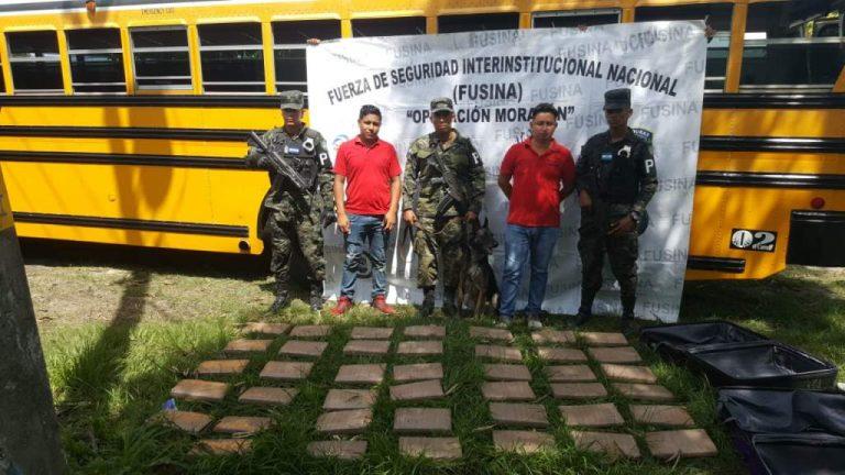 Dentro de maletas encuentran supuesta droga en Omoa, Cortés