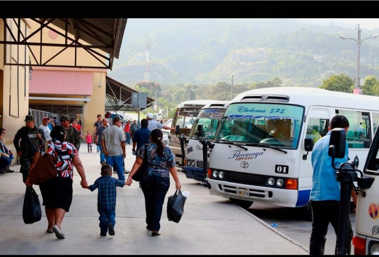 Rutas de buses urbanas e interurbanas se paralizan en la Terminal de San Pedro Sula