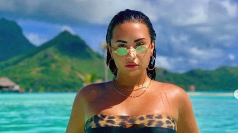 Demi Lovato cautiva a sus seguidores posando en bikini sin Photoshop