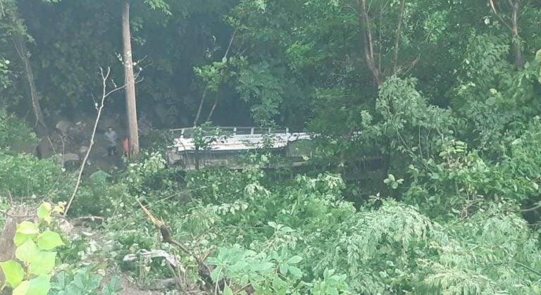 Autobús cae a una hondonada y deja 11 heridos en Choluteca