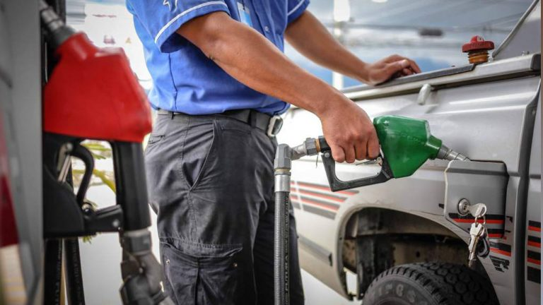 Se mantienen ligeros aumentos en los combustibles para la próxima semana