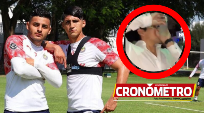 Escándalo en Chivas por video donde Alan Pulido y Alexis Vega toman alcohol la noche previa del Clásico