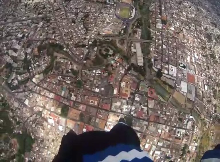 VÍDEO | Descenso de paracaidista en fiestas patrias captado en primera persona