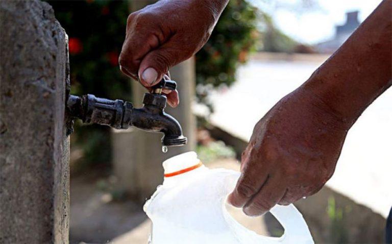 Viernes: horarios y lugares de la capital que recibirán agua potable
