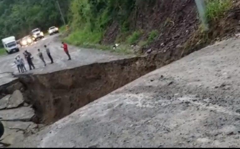 Honduras: transportistas usarán fronteras alternas debido al colapso de la carretera CA-4