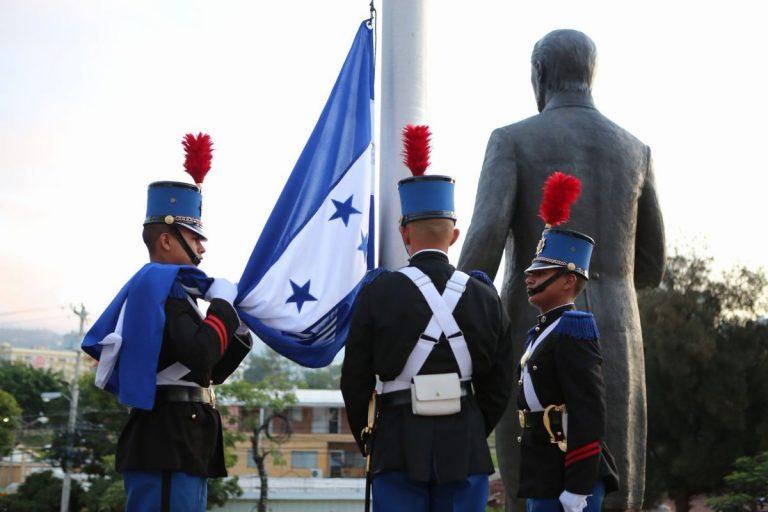 Honduras: Inauguran fiestas patrias con homenaje a la Bandera Nacional